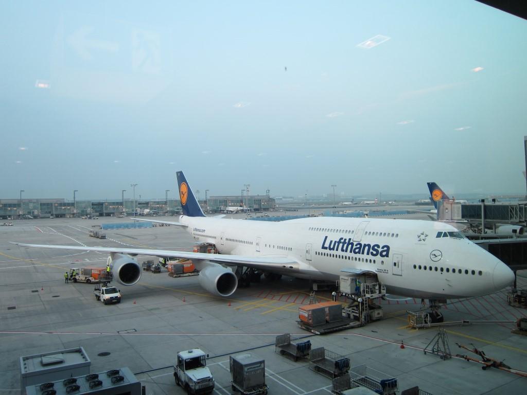 Boeing 747-400 Lufthansa в аэропорту Франкфурта-на-Майне