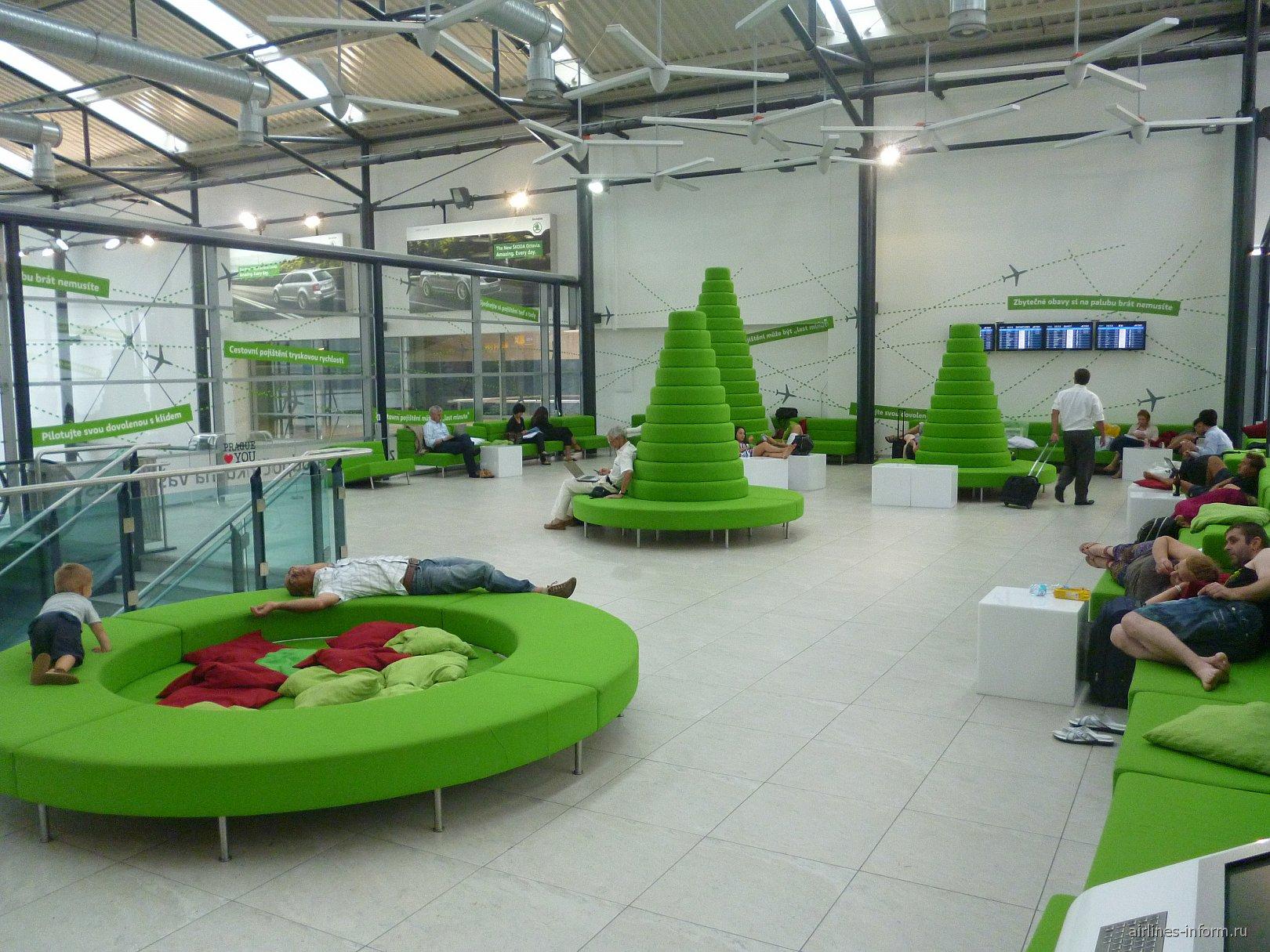 Комната релаксации между зонами C и D терминала 2 аэропорта Праги