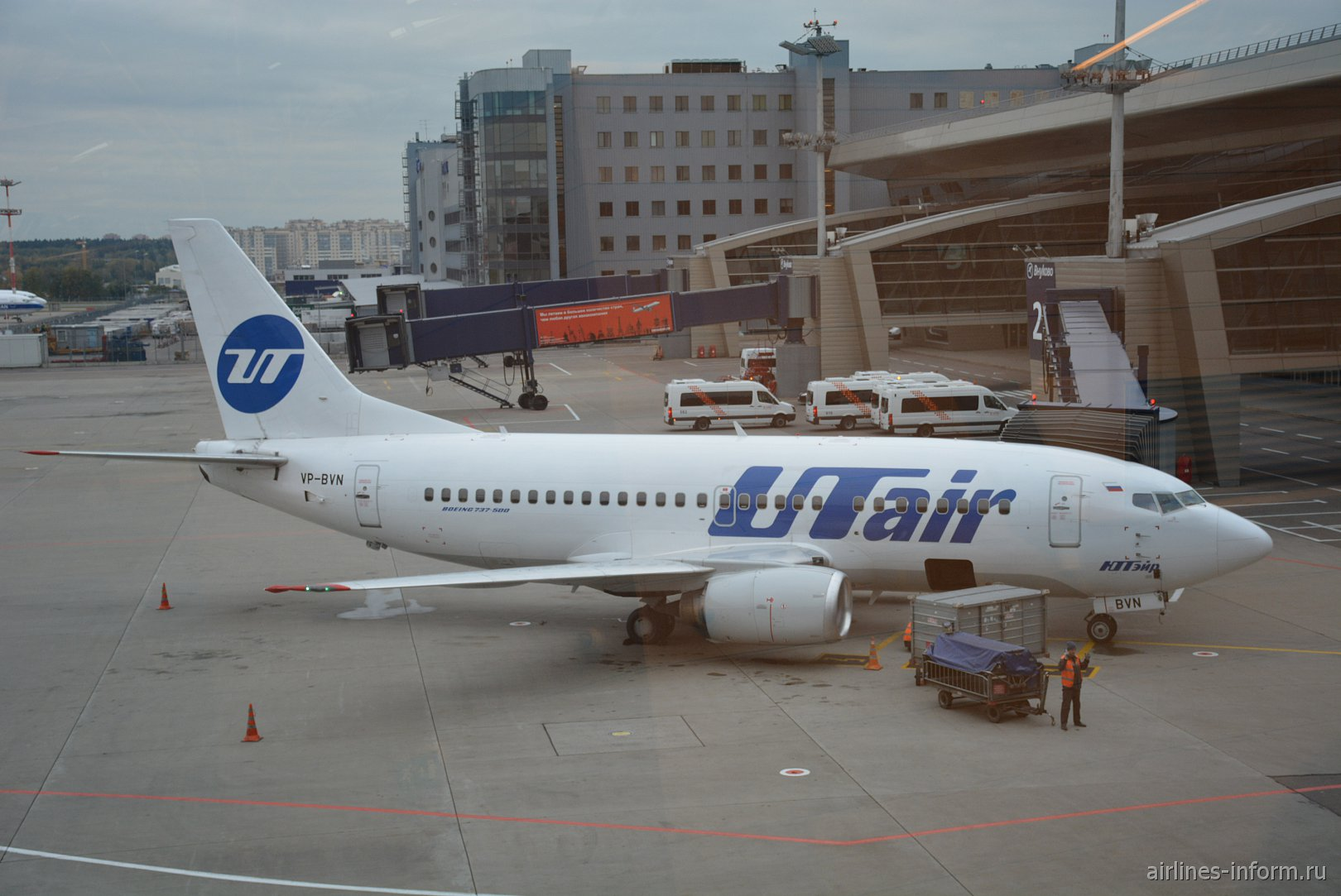 Боинг-737-500 VP-BVN авиакомпании UTair в аэропорту Внуково