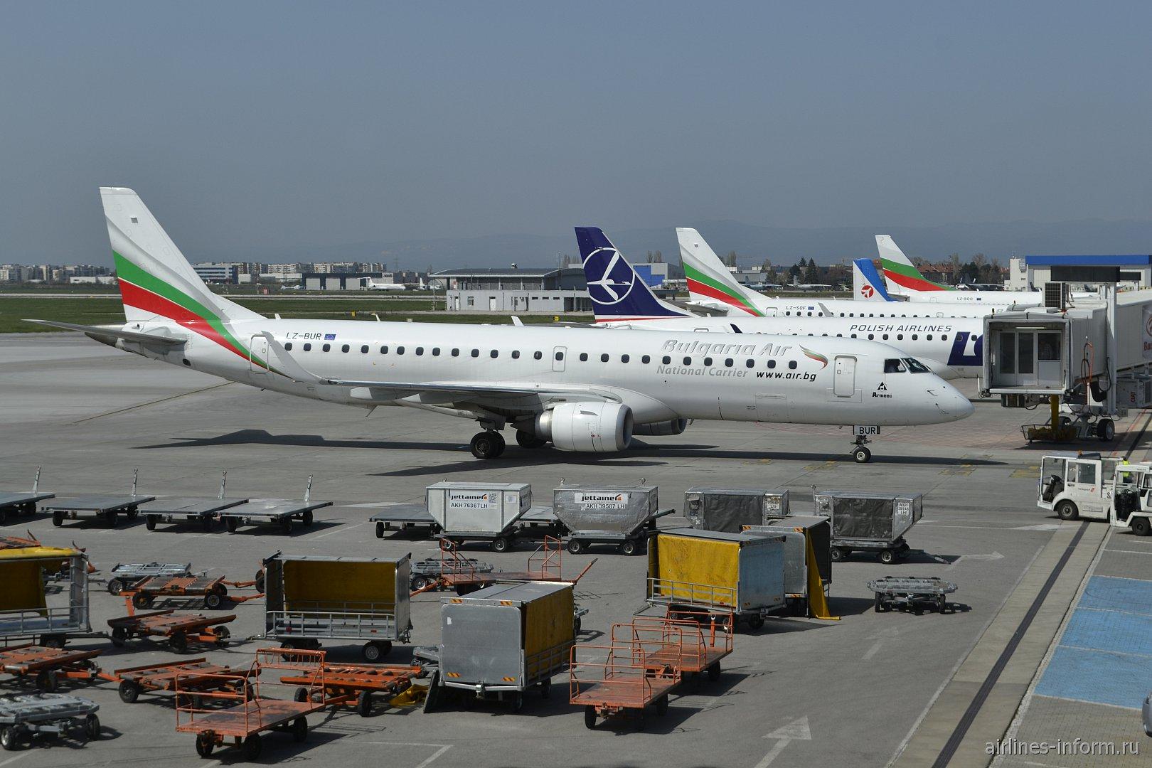 Самолет Embraer 190 LZ-BUR авиакомпании Bulgaria Air в аэропорту София