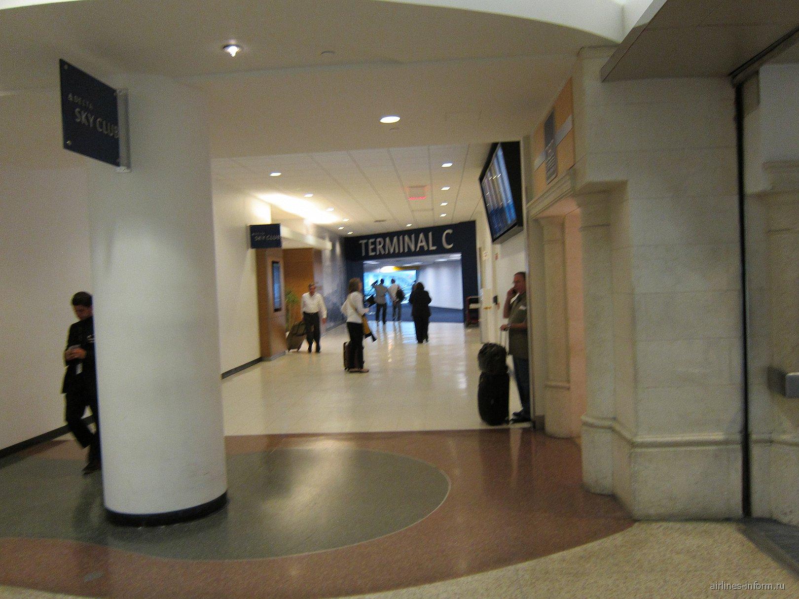 В аэропорту Нью-Йорк Ла-Гардия