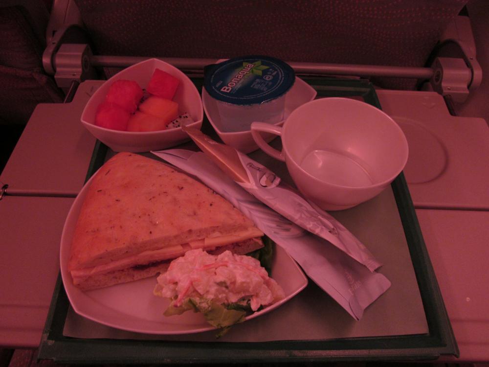 Питание на рейсе Гонконг-Дубай Эмирейтс