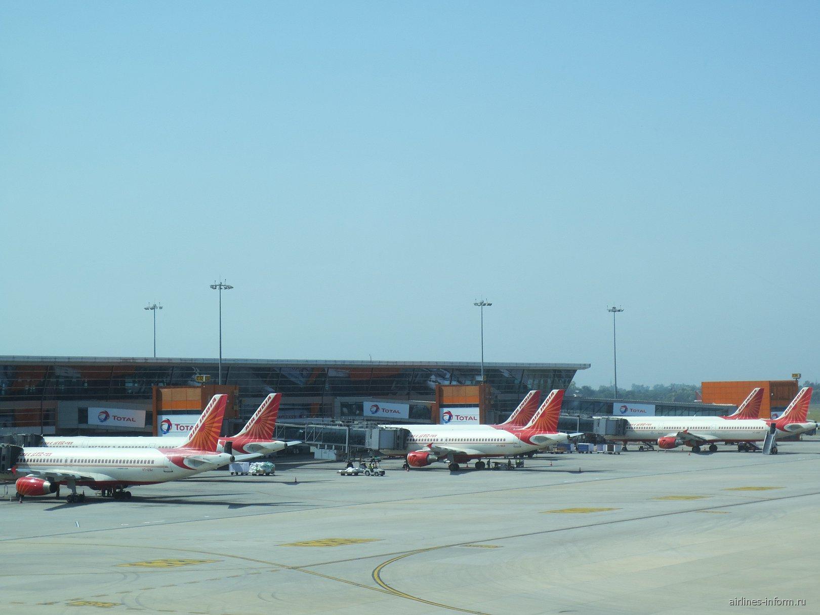 Самолеты авиакомпании Air India в аэропорту Дели
