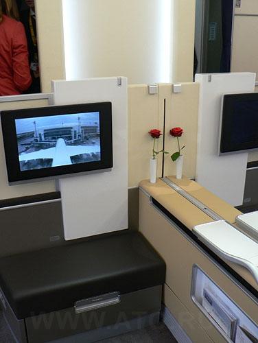Салон первого класса в самолете Airbus A380 авиакомпании Lufthansa