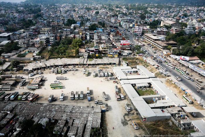 Город Покхара с самолета
