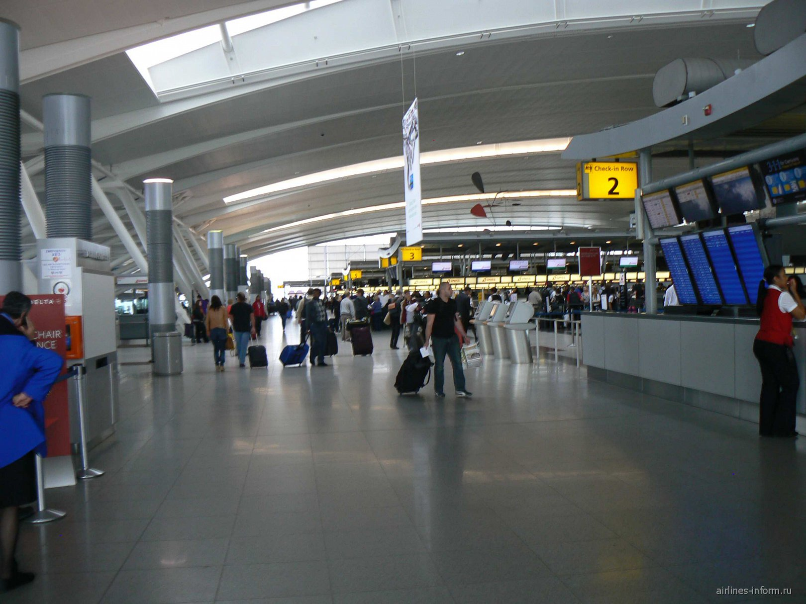 В терминале 4 аэропорта Джона Кеннеди в Нью-Йорке
