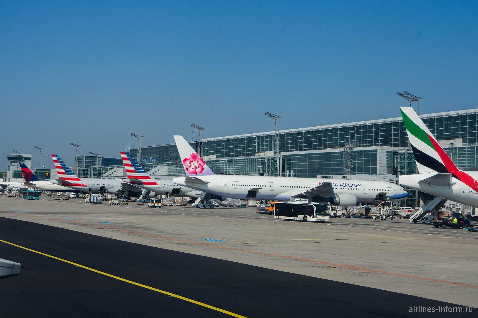 Самолеты у терминала 2 аэропорта Франкфурт