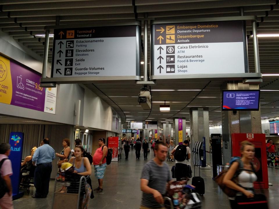 В аэропорту Рио-де-Жанейро Галеан