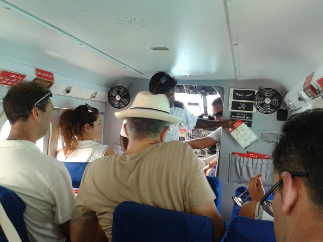 Салон самолета DHC-6 авиакомпании Maldivian Air Taxi