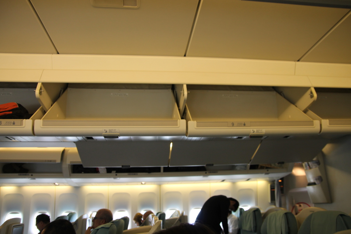 Салон бизнес-класса самолета Боинг-747 Korean Air