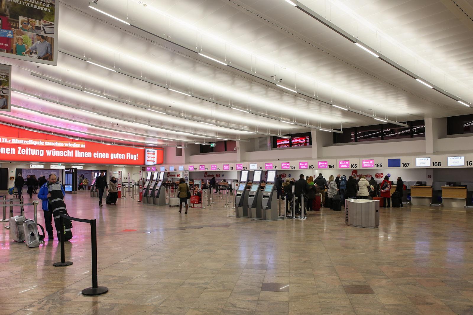 В терминале 1 аэропорта Вена Швехат