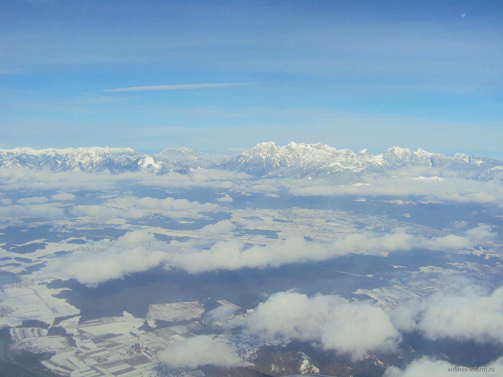 Вид на аэропорт Любляны из самолета
