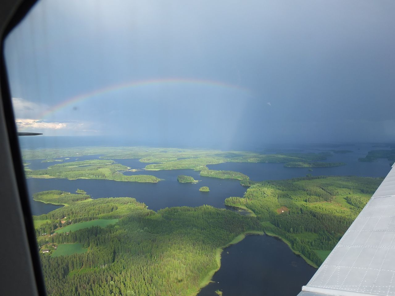 Радуга над озером Саймаа в Финляндии