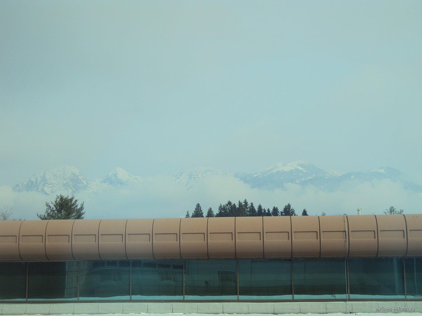 Горы рядом с аэропортом Любляны