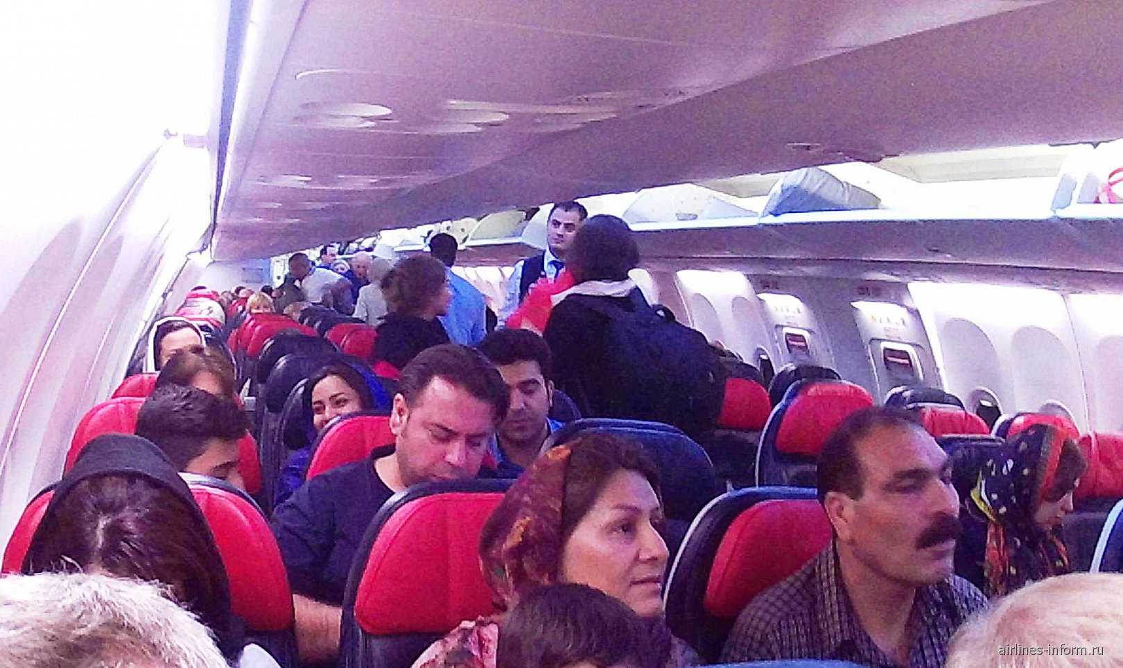 Салон самолета Боинг-737-800 Турецких авиалиний