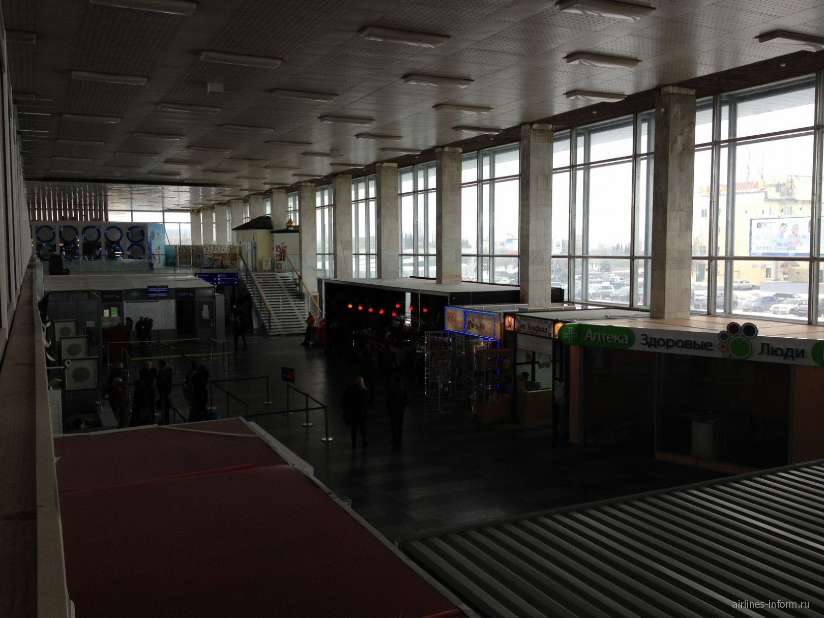 Первый этаж аэровокзала аэропорта Волгоград Гумрак
