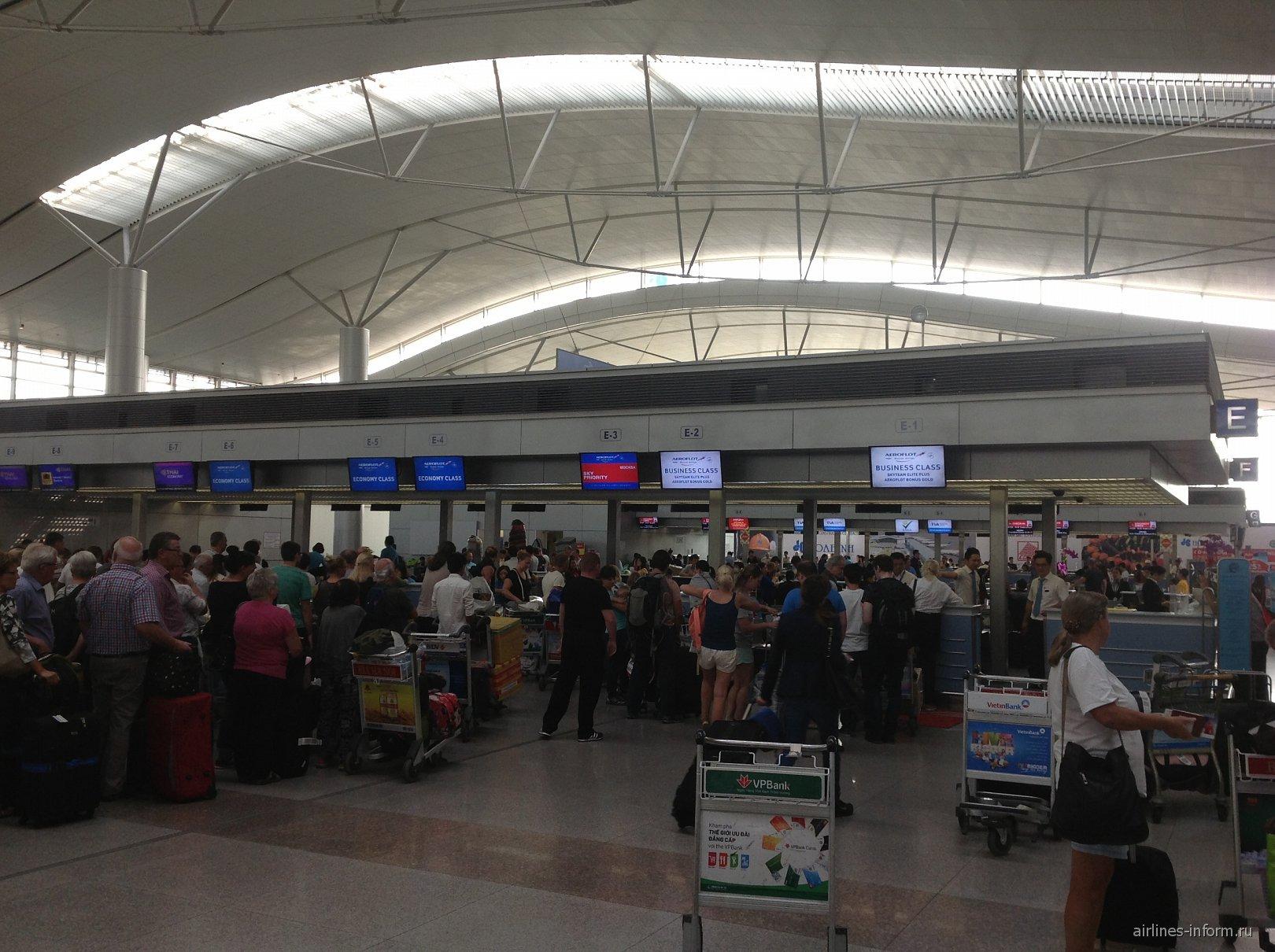 Стойки регистрации в аэропорту Хошимин Тан Сон Нхат