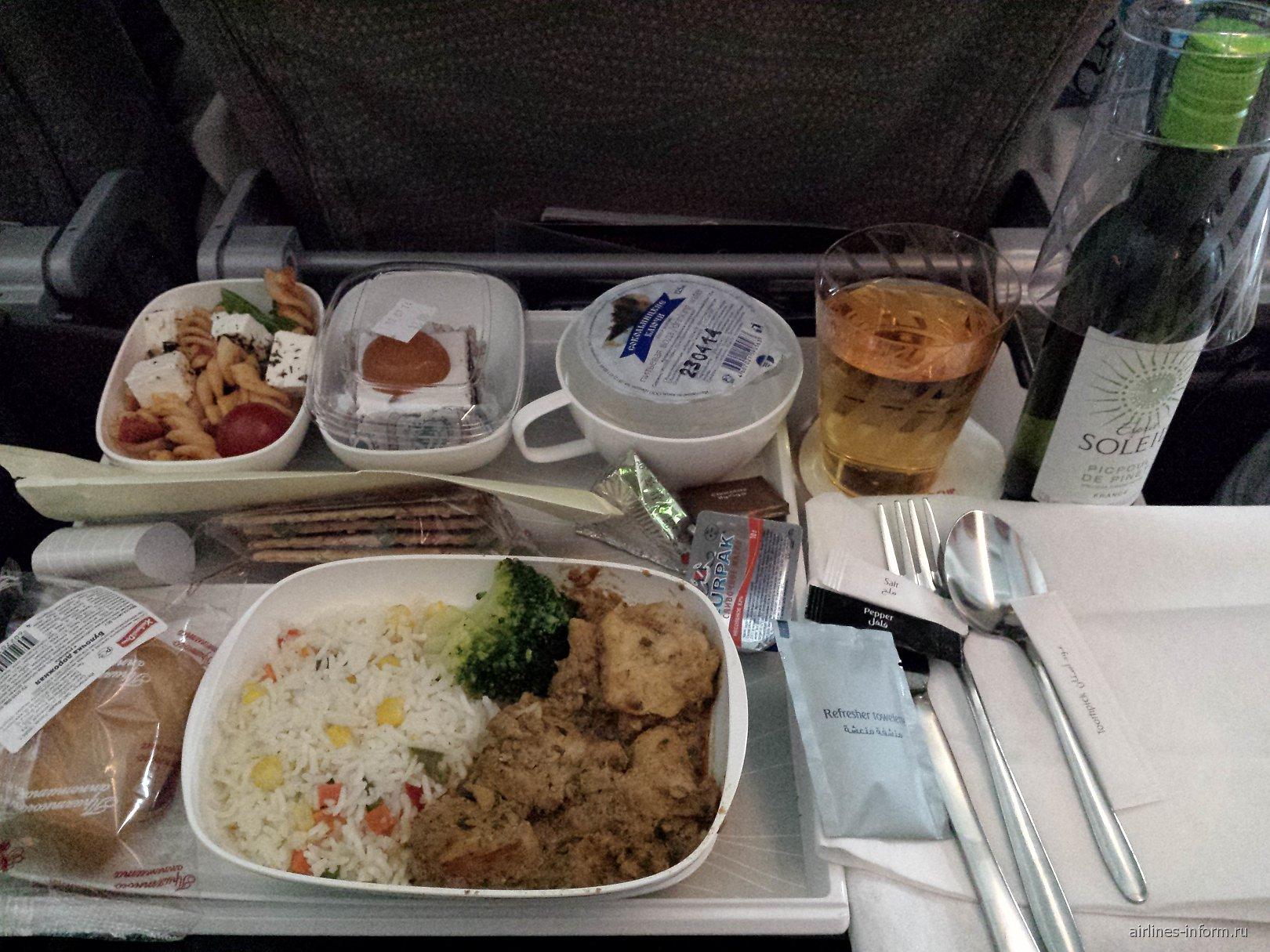 Бортовое питание на рейсе Санкт-Петербург-Дубай авиакомпании Emirates