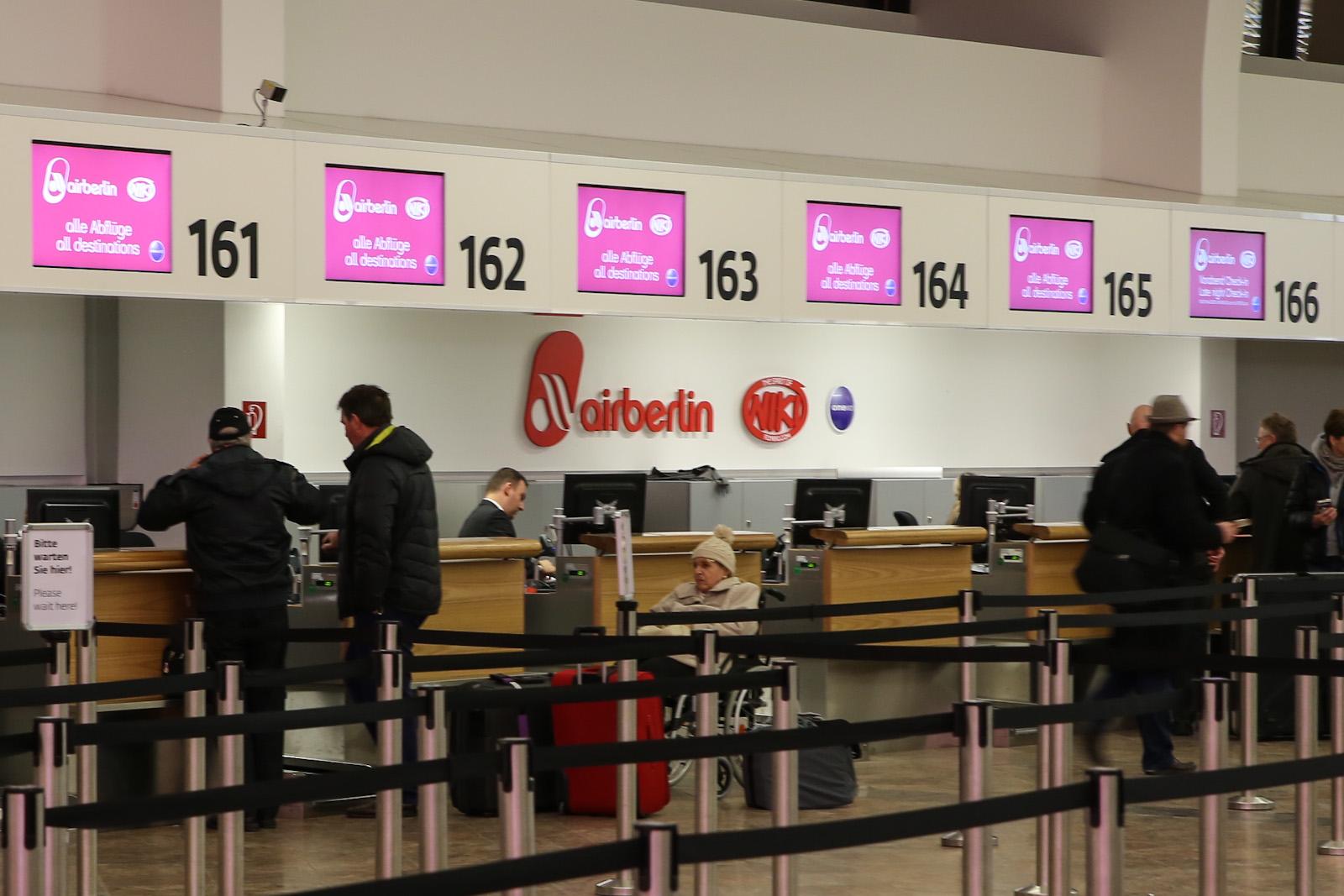 Стойки регистрации авиакомпании Air Berlin в терминале 1 аэропорта Вена
