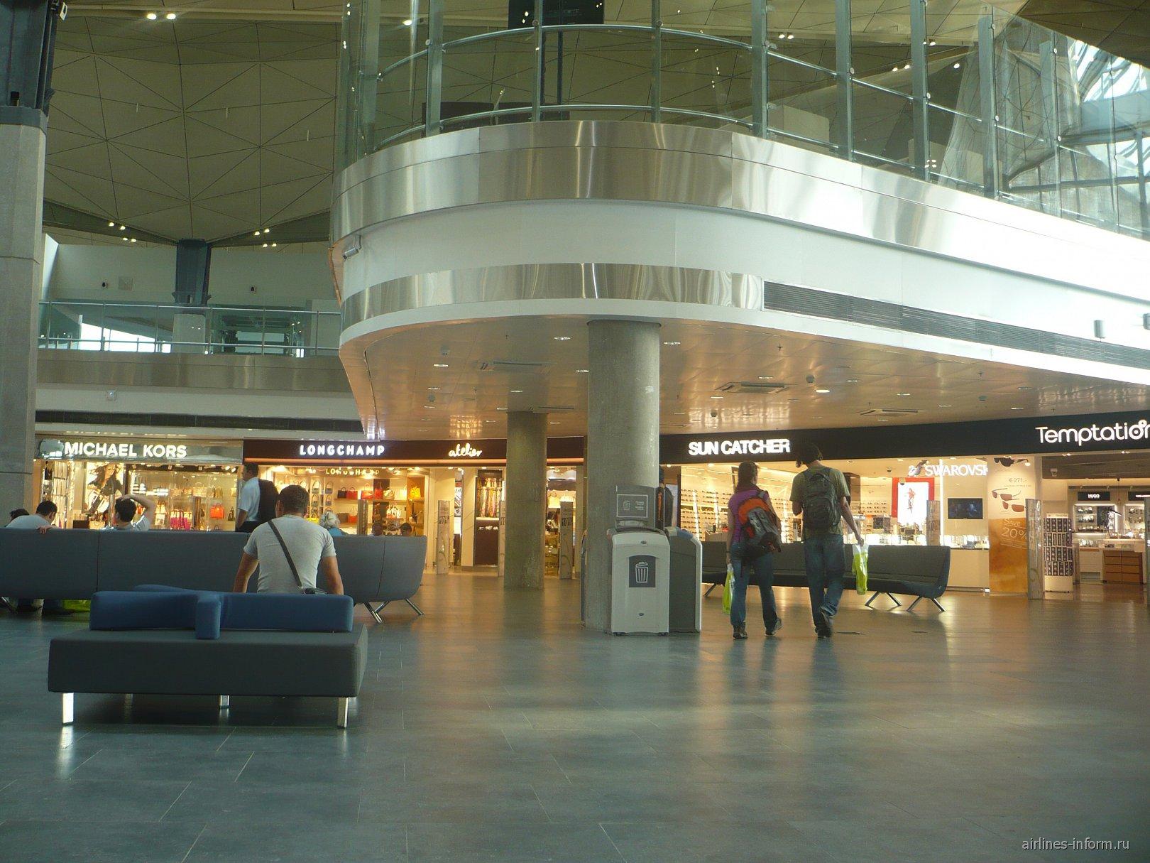 В чистой зоне международных вылетов аэропорта Санкт-Петербург Пулково