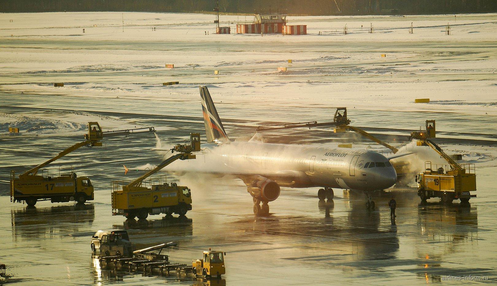 Облив самолета Airbus A321 Аэрофлота в аэропорту Шереметьево