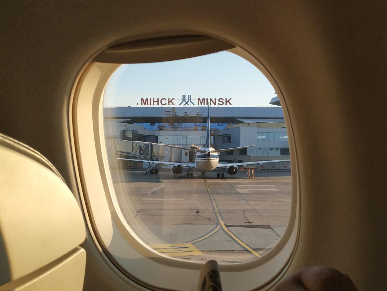 Вид из иллюминатора на аэропорт Минск