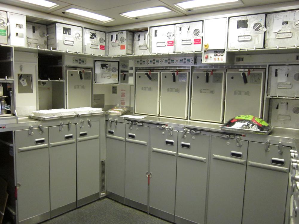 Бытовая комната в самолете Боинг-777-300