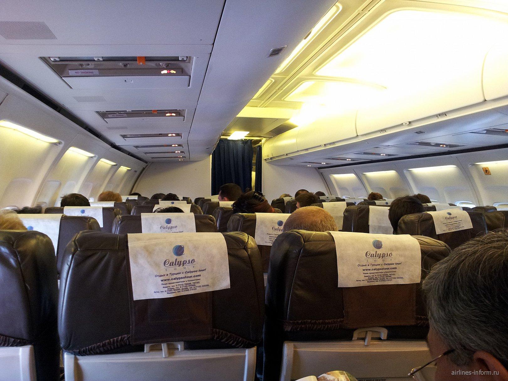 Салон самолета Боинг-737-500 авиакомпании СКАТ