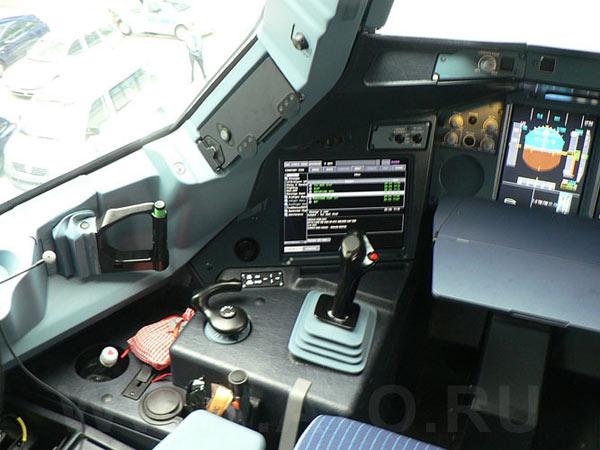 Пилотская кабина самолета Airbus A380