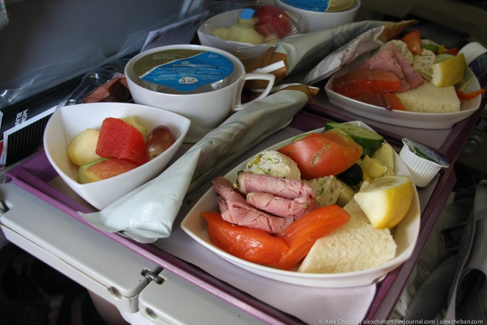 Питание на рейсе авиакомпании Эмирейтс