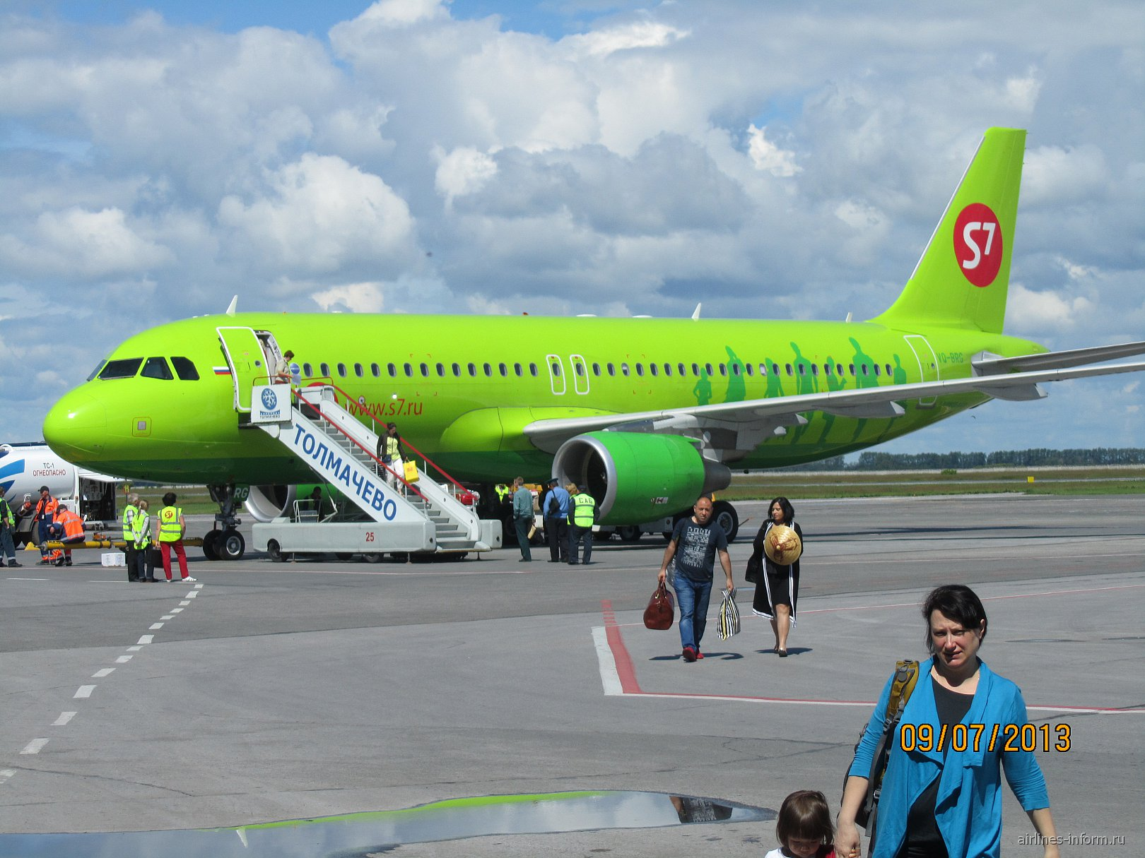 Aibus A320 VQ-BRG авиакомпании S7 Airlines в аэропорту Толмачево