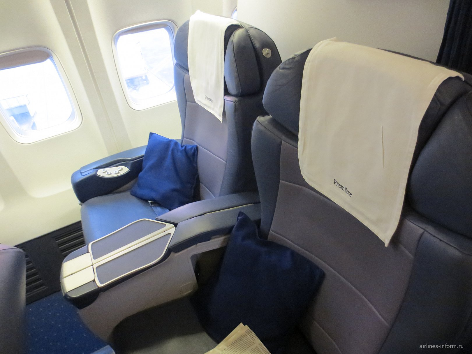 Кресла бизнес-класса в самолете Боинг-737-800 авиакомпании Jet Airways