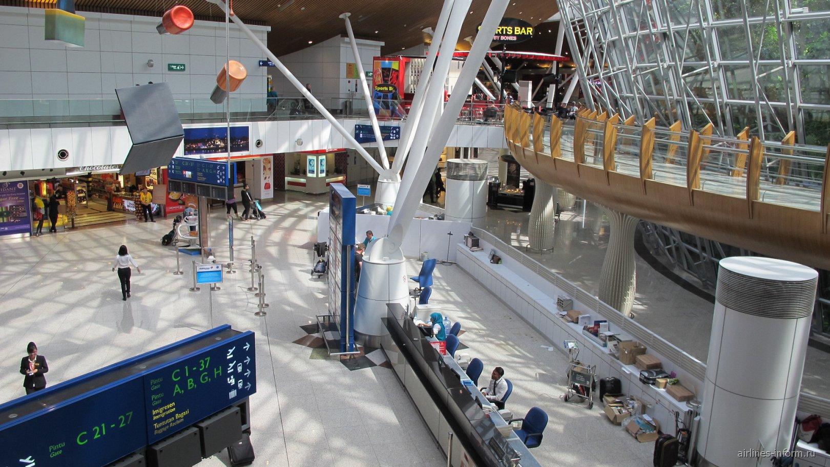 Центральная зона терминала-спутника аэропорта Куала-Лумпур
