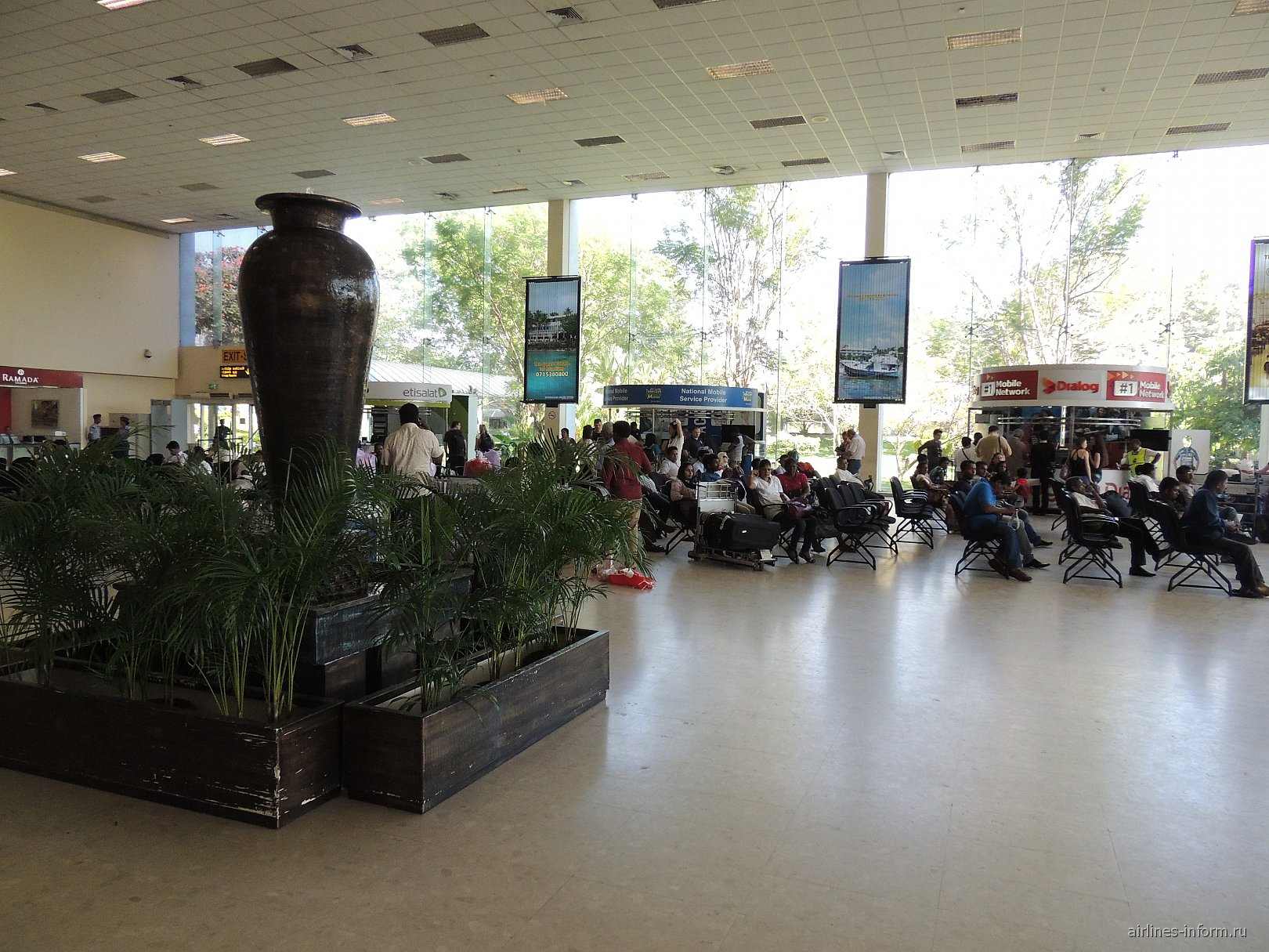 Зал прилета в аэропорту Коломбо Бандаранайке