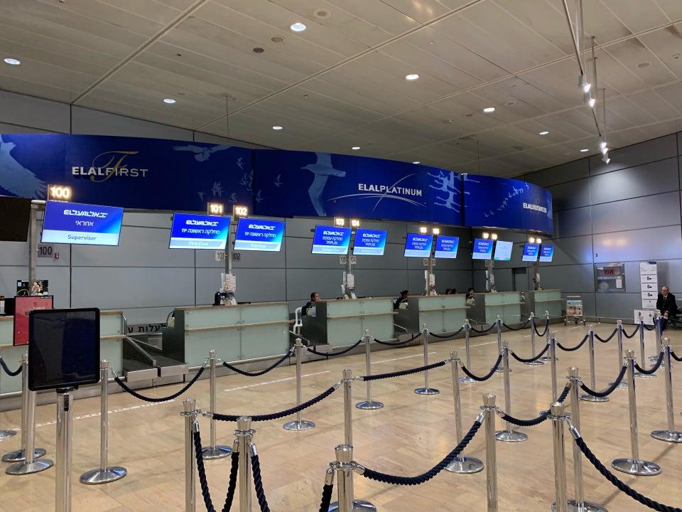 Стойки регистрации авиакомпании EL AL в терминале 3 аэропорта Тель-Авив Бен-Гурион