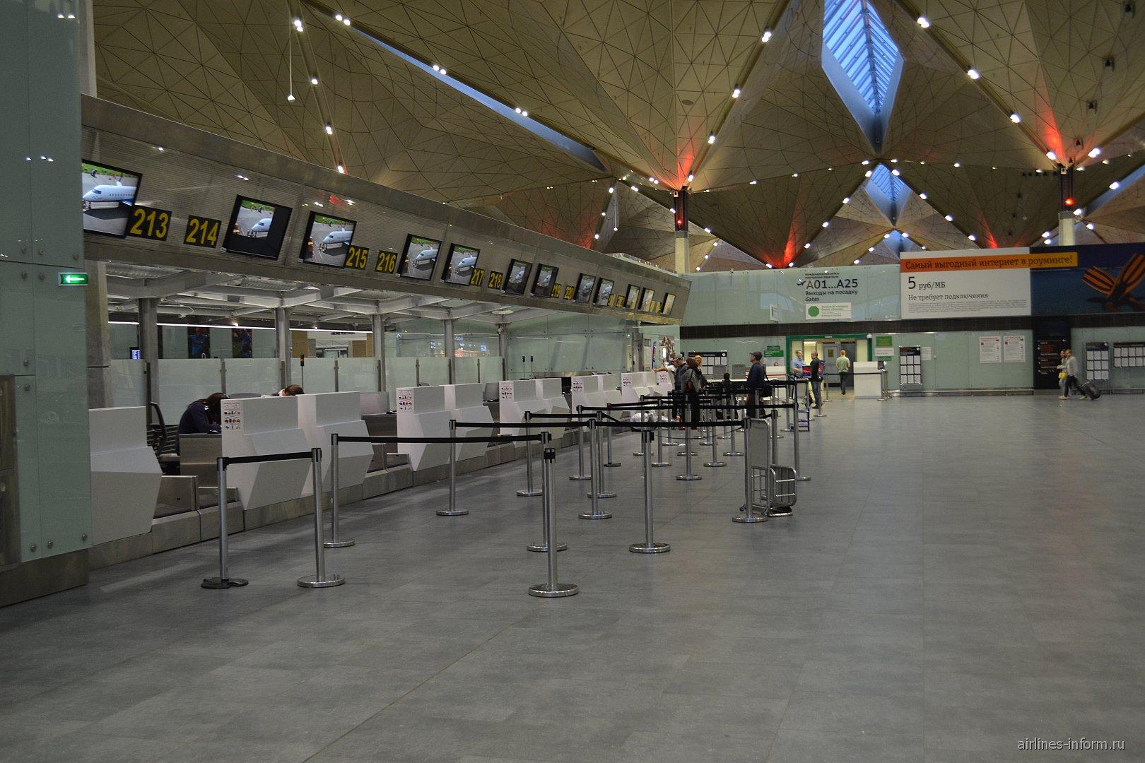Стойки регистрации на международные рейсы в аэропорту Пулково