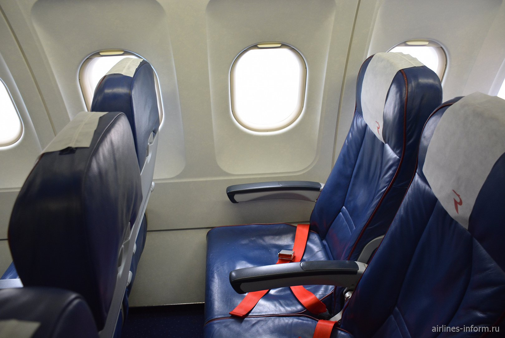 """Кресла эконом-класса в Airbus A319 VQ-BAS """"Зенитолет"""" авиакомпании """"Россия"""""""