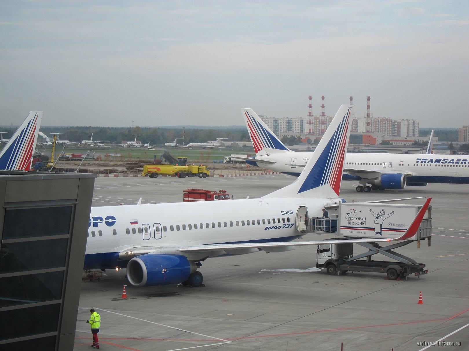 Боинг-737-800 авиакомпании Трансаэро в аэропорту Внуково