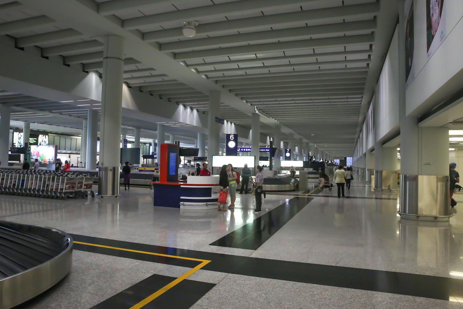 Зал выдачи багажа в терминале 1 аэропорта Гонконга