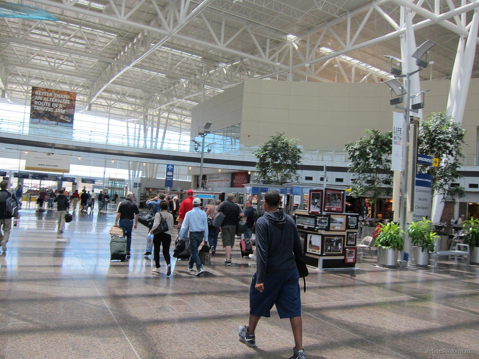 В аэропорту Индианаполиса