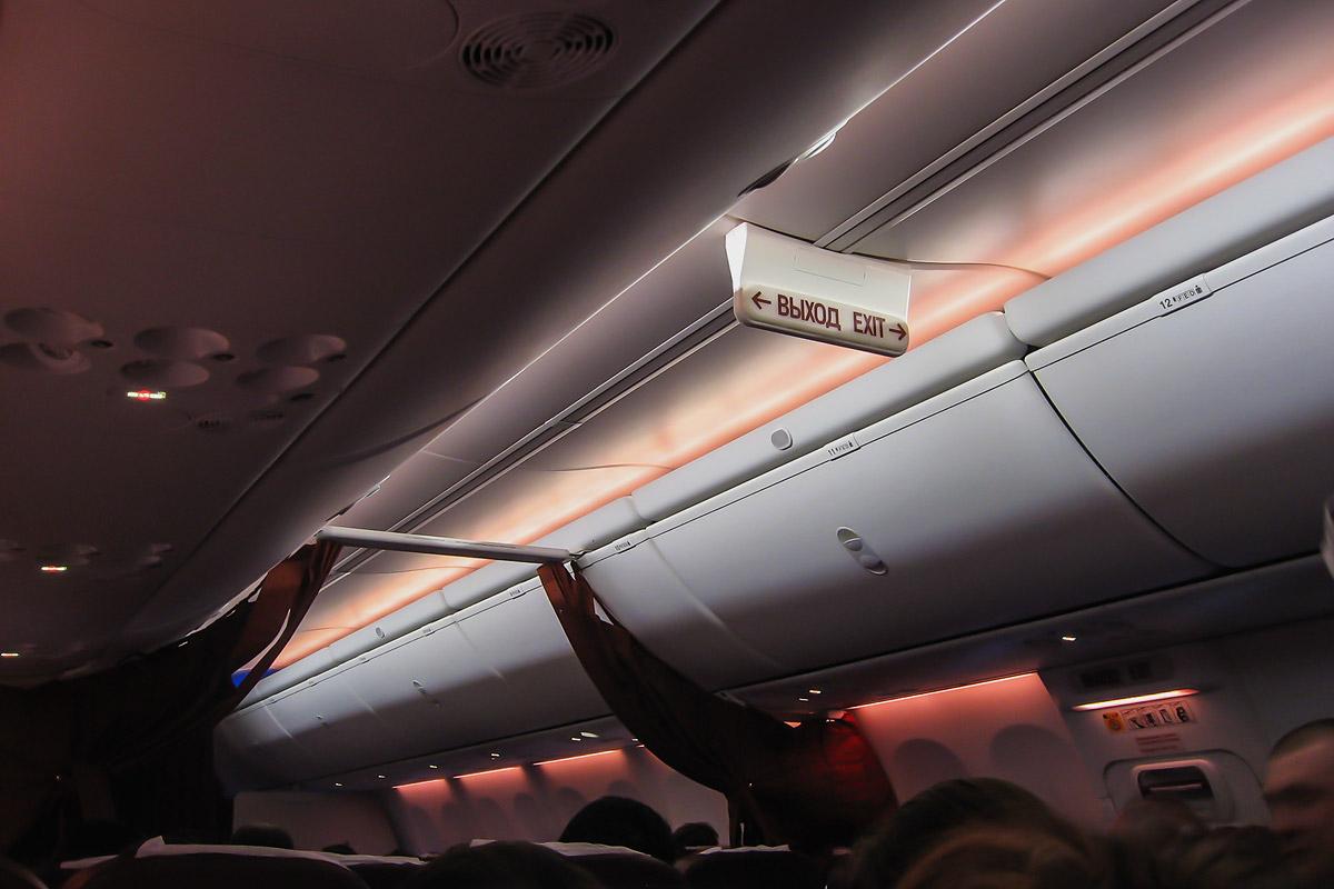 Освещение в самолете Боинг-737-800 авиакомпании ЮТэйр