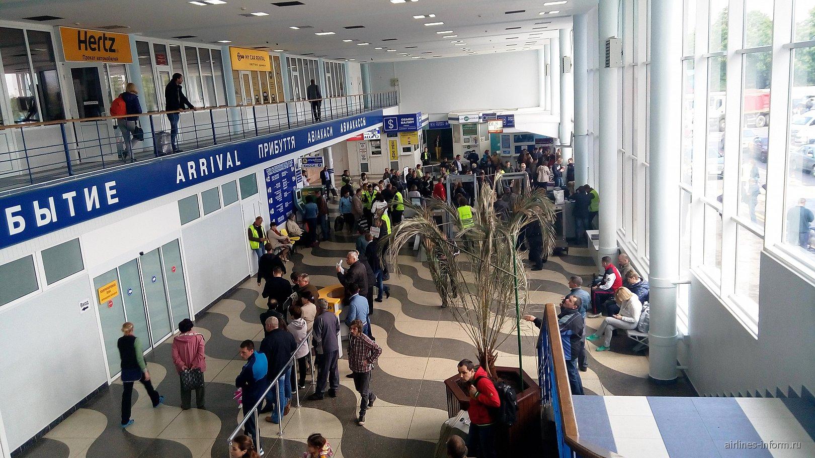 В аэровокзале аэропорта Симферополь