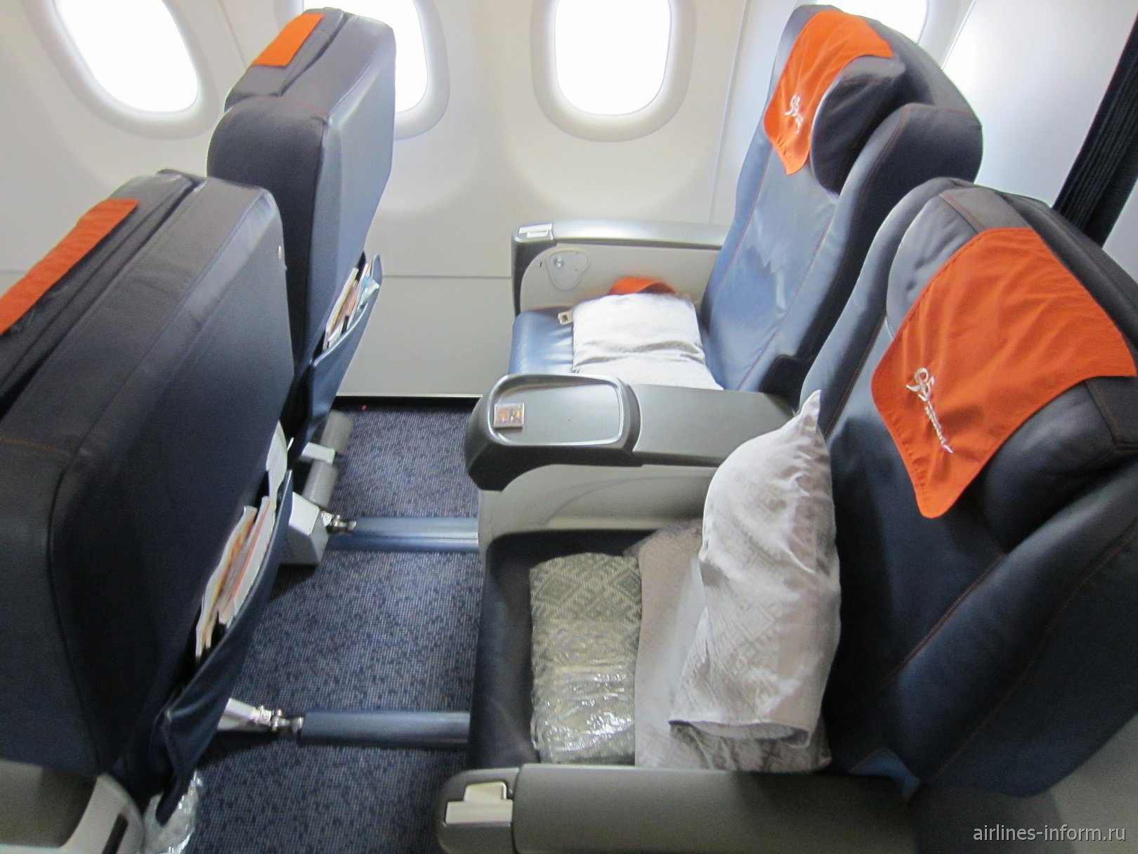 Пассажирские кресла бизнес-класса в самолете Airbus A320 Аэрофлота