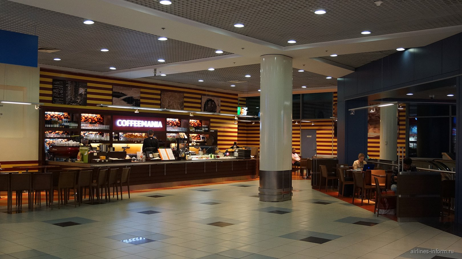 Кафе Coffeemania в чистой зоне международных вылетов аэропорта Домодедово
