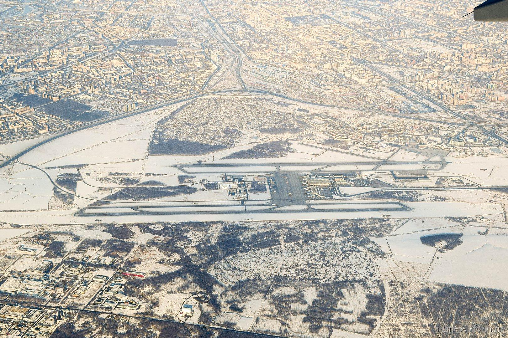 Вид сверху на аэропорт Санкт-Петербург Пулково