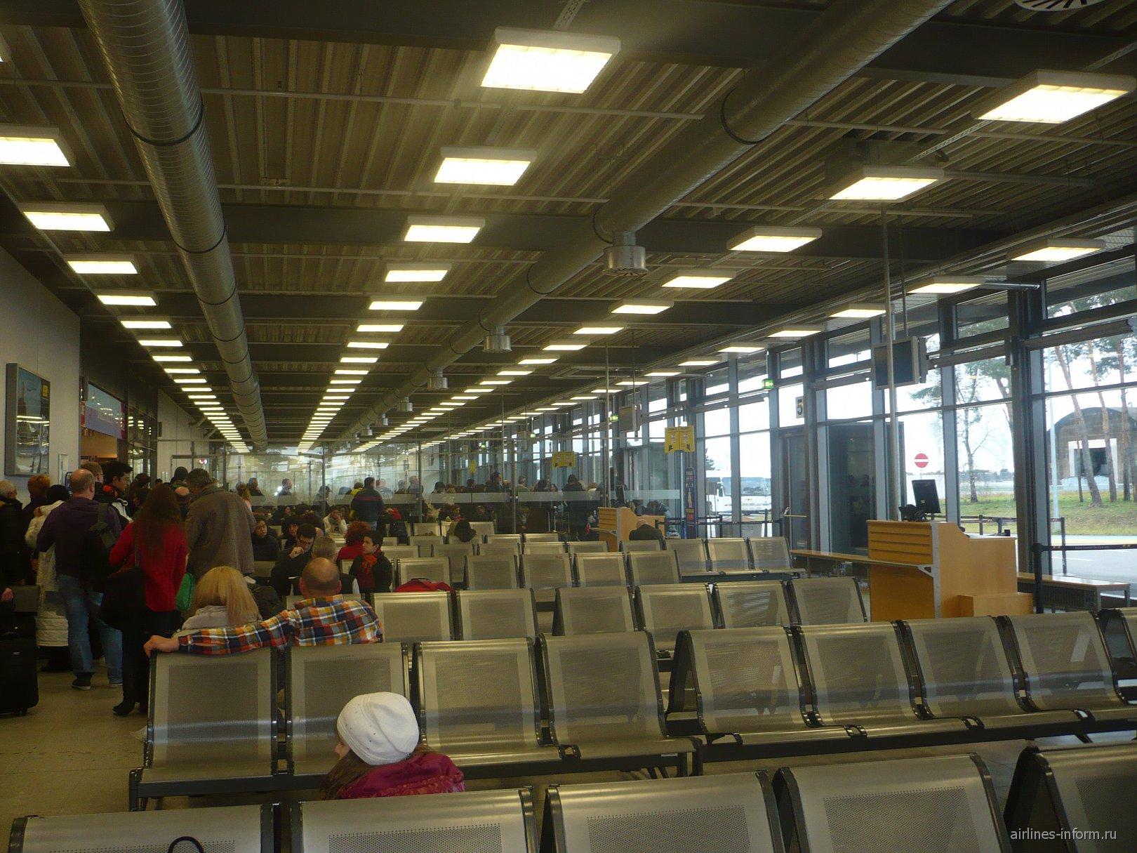 Зал ожидания в аэропорту Карлсруэ Баден-Баден