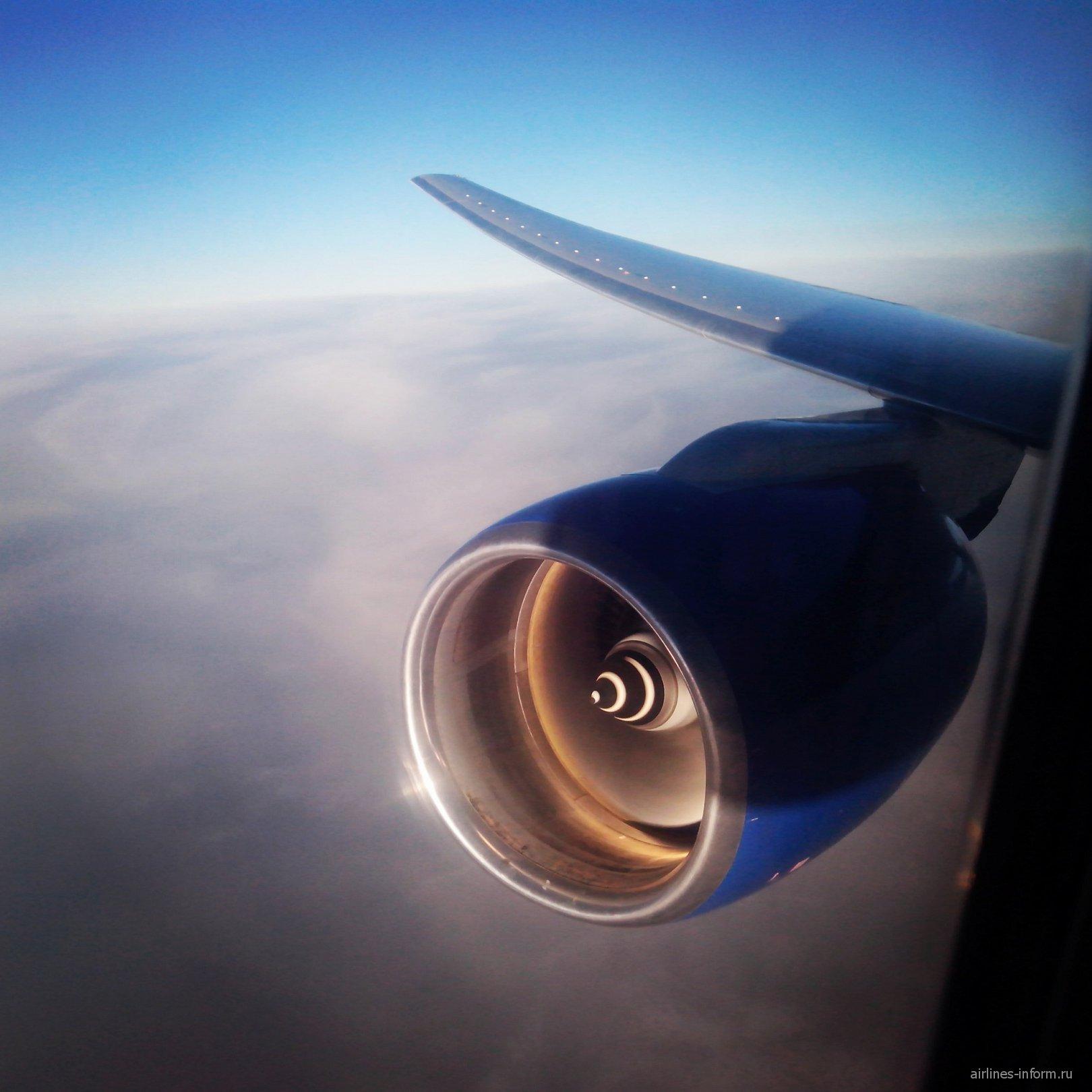 Предпоследний полёт с Трансаэро. Москва (DME) - Владивосток (VVO) на Boeing 777-300 EI-UNP
