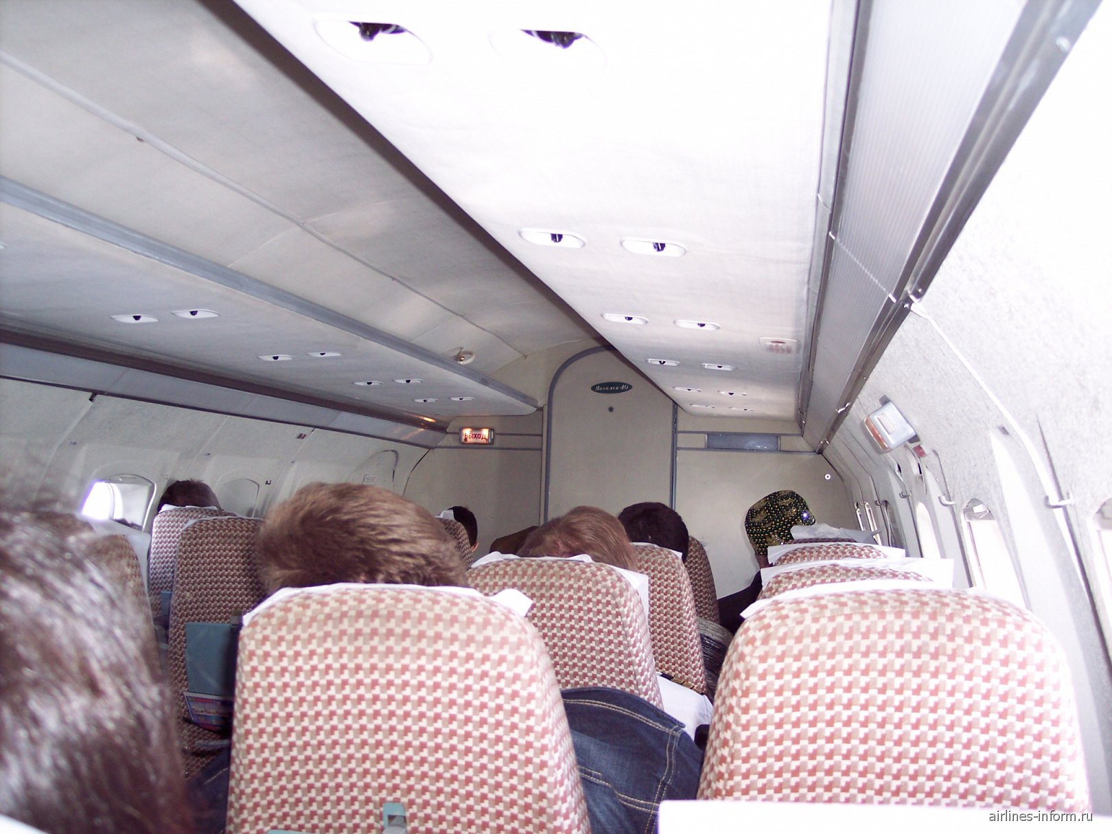 Салон самолета Як-40 Бугульминского авиапредприятия