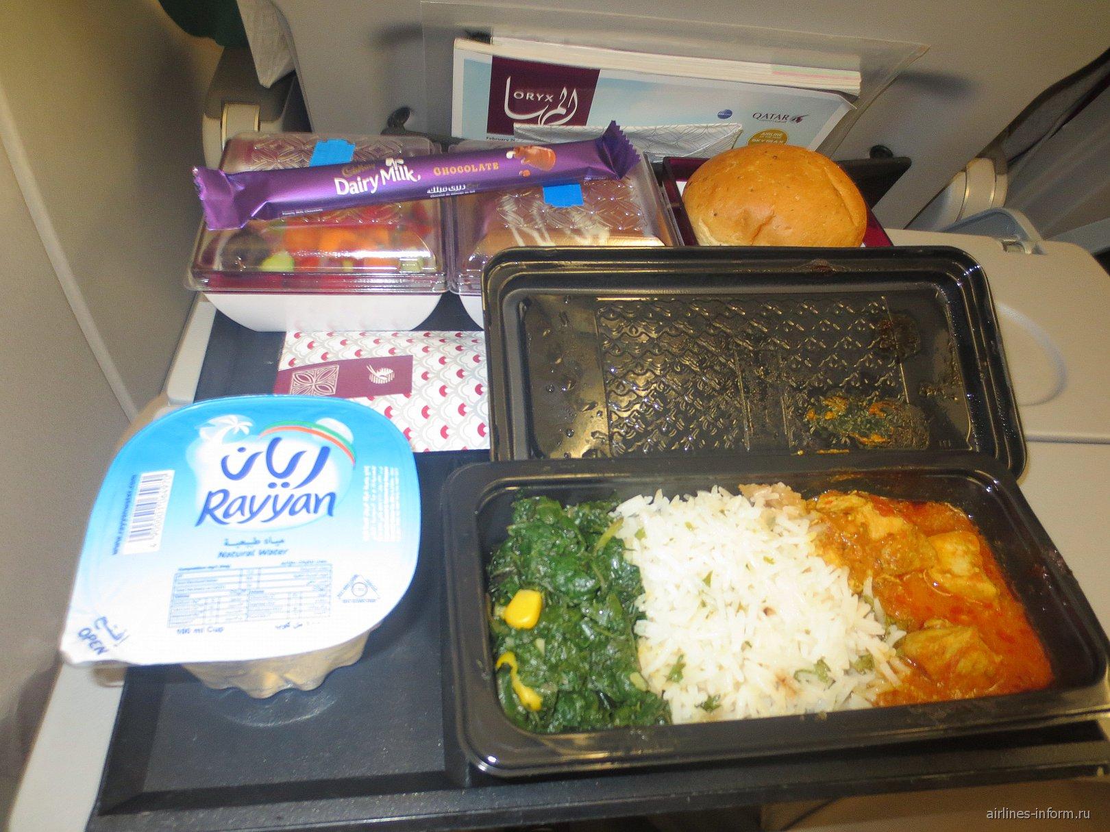 Ужин на рейсе Найроби-Доха Катарских авиалиний