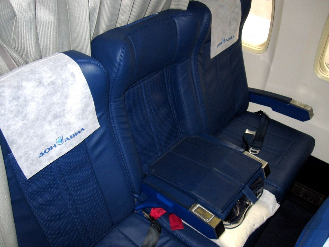Кресла в бизнес-классе самолета Airbus A319 Донавиа